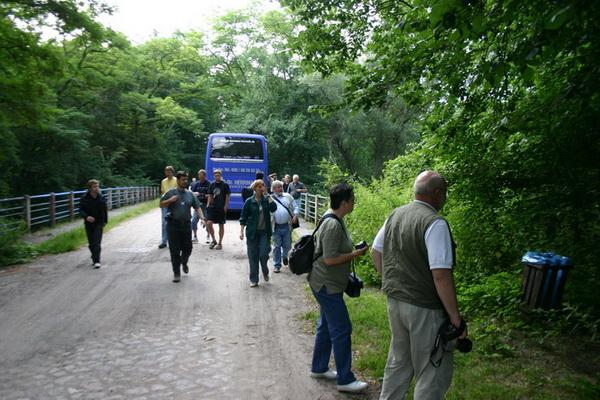 Besuchergruppe im Gelände
